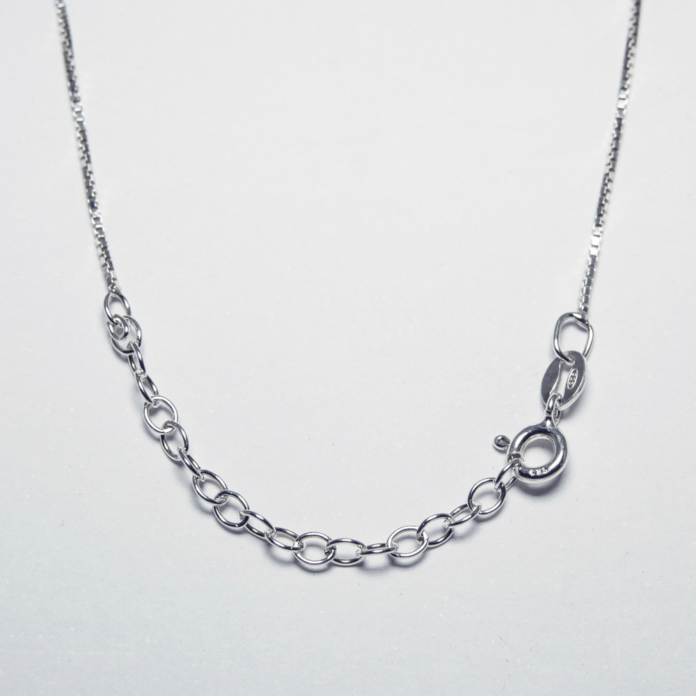 Disc Pendant Necklace in Sterling Silver